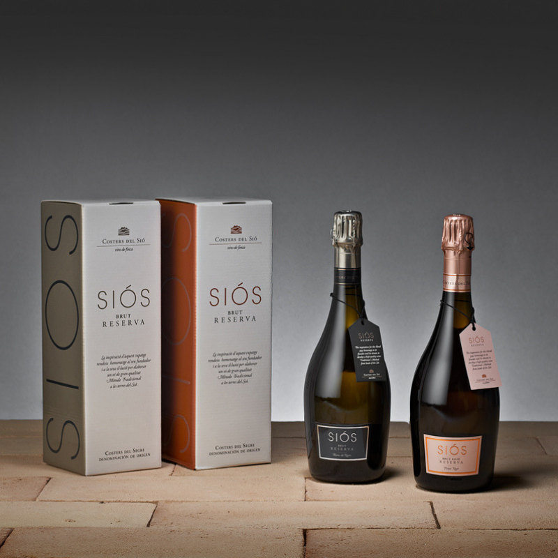 Wine to give as a gift. Christmas gift. Balaguer